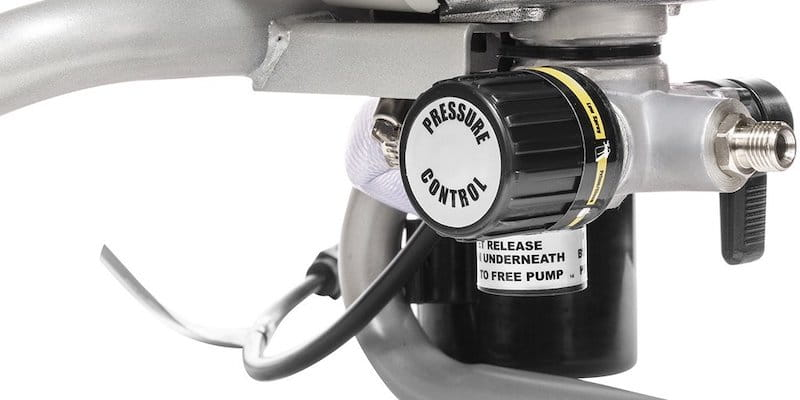 paint sprayer with an adjustable pressure
